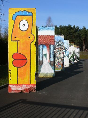 Mauerelemente ausgestellt bei KW