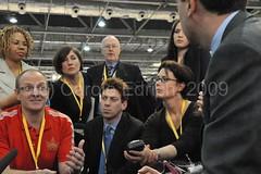 Ed Miliband visits the G20Voice desk (webwandering-back.having.recovered.password) Tags: carole g20 edrich g20summit edmiliband londonsummit g20voice moblogdotnet g20buzz