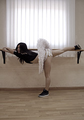 90º (esther kiras) Tags: canon 400d retrato portrait bailarina dancer tutu plato barra baile dance