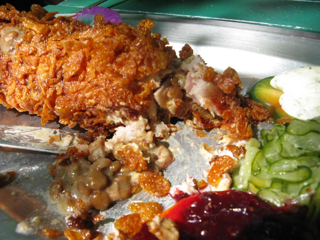 Concordia Schnitzel gefüllt mit Linsen und Speck in einer Cornflakes Kruste