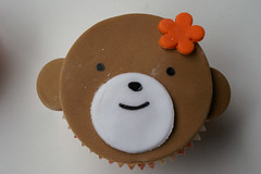 hello, my name is monchichi! ({ coco cake cupcakes }) Tags: monkeycake cococake monkeycupcakes animalfacecupcakes cococakecupcakes