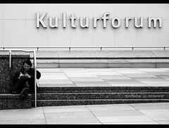 (Eljor Kerciku Portfolio) Tags: city building berlin studio square person persona europa place ben geometry space forum bn uomo human architcture piazza bianco ritratto nero peolpe posto citta kulturforum spazio geometria berlino contemporanea contemporany contemplazione edifico architettettura
