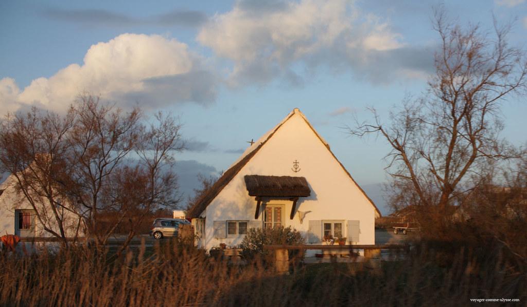 Sur cette maison, on peut voir la Croix de Camargue, symbole de la région