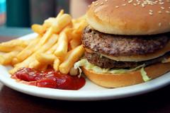 (nikoriana) Tags: california ketchup burger fries april 2009 bobsbigboy calimesa