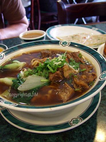 Beef stew noodles / 牛肉麵
