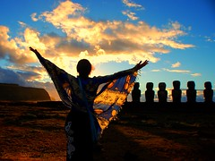 Mystical Rapanui (GlossyEye.) Tags: world chile trip travel original sky sun love beach beautiful beauty composition sunrise wonder landscape freedom la ancient nikon exposure place spirit group sean 55mm soul passion civilization mystical feeling sight moai isla unforgettable sculptures fa mistery rapanui isladepascua 200mm goldengarden differenza  lamicizia nikond40 easterislan  winksplace thepowerofnow lamiciziafaladifferenzatheoriginalgroup
