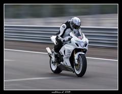 Dijon prenois 2/08/2009 (Antonin Douard) Tags: bike speed honda dijon m1 motorbike lorenzo r 600 moto yamaha k2 suzuki motogp k8 circuit rossi 1000 gsx k6 gp k9 stoner yzr k4 k5 desmo gsxr vitesse k1 k3 750 k7 pedrosa roulage prenois gsxr1000fr