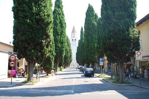 Blick durch die Marktstrasse auf die Basilika