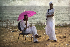 afternoon... (lilion) Tags: ocean pink woman man umbrella couple candid explore senegal dakar hl lateafternoon neked africanpeople artlibre pentaxk10d lilion infinestyle memoriesbook angyalokkal annanak artistictreasurechest szrtlk chekhovtheseagull jmeszolybeatrix beatrixjourdan