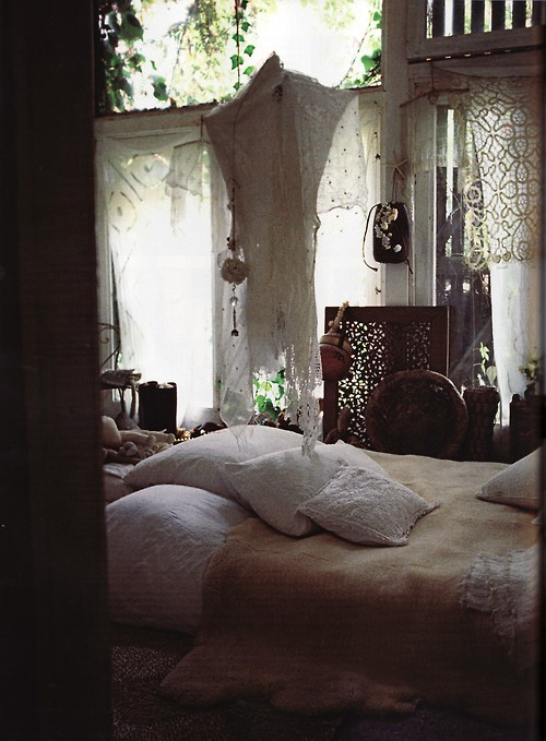 bed, beds, pillows, gypsy decor, boho decor, romantic bedroom, secret garden, pillows, bedrooms, enchanted room