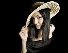 [フリー画像] [人物写真] [女性ポートレイト] [白人女性] [帽子] [麦藁帽子] [黒髪]     [フリー素材]