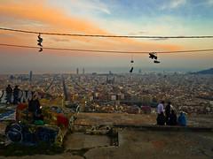 Atardecer en el Guinard (Kevin Arguzn) Tags: barcelona sky orange skyline shoes cel zapatos cielo vistas naranja horizonte zapatillas taronja sabates guinard horitz bnker vistesguinard