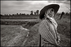 a simple farmer life (fly) Tags: woman thailand farmer isaan aia fly simonkolton
