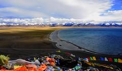 Nam Tso and Nyenchen Tanglha range (reurinkjan) Tags: nature tibet 2008 snowmountains changtang namtsochukmo tibetanlandscape tengrinor janreurink damshungcounty damgzung tashidorgompa    nyenchentanglharange