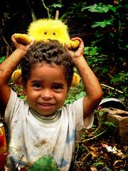 Brincando de Cuidar (Olhar Social) Tags: brazil project do hummingbird sopaulo felicidade lucas e stio carf diadema tatianacardeal popular crianas histrias comunidades caqui sitio joaninha brincadeiras favelas pobreza vidas valores olharsocial