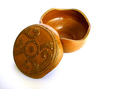 Cajita Xochi II (melocoton.ceramica) Tags: ceramica mexico ceramics box handmade clay vase barro jewelbox jarron earthtone