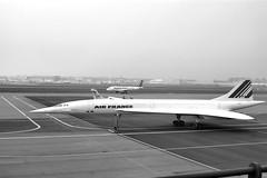 Le Concorde clbre ses 40 ans (apophisnico) Tags: blackandwhite france airport noiretblanc sony nb concorde toulouse aeroport soe avion hautegaronne blueribbonwinner a350