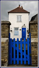 Elizabeth Cottage.* (Crazy Kernow) Tags: kent village searchthebest greysky upnor bluegate elizabethcottage