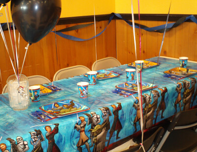 Star Wars Clone Wars birthday party supplies. Look at this fantastic table!