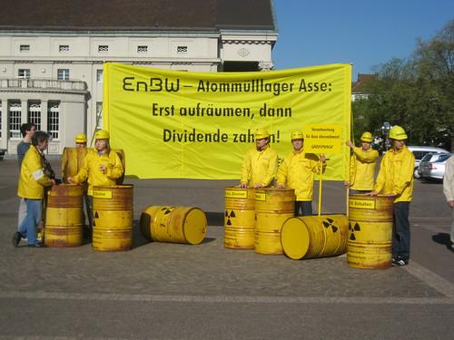 Greenpeace mit Atommüll
