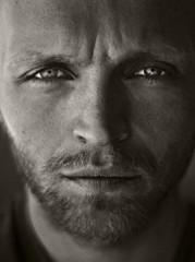 meg selv (mr motion the 3.) Tags: portrait bw portrett nikond200 bildekritikk