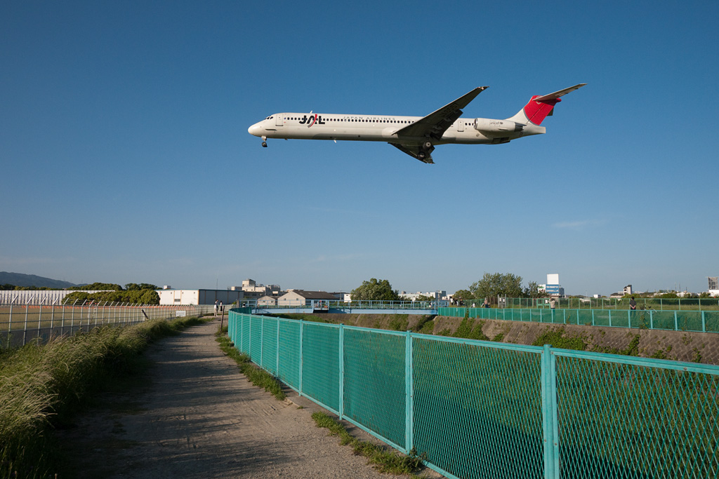 Test of DMC-G1 shooting the airplane at Senrigawa (1)