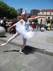 IMG_3605 (ladye_stagsleap) Tags: anime ballerina cosplay pointe rue 2009 fakir fanime princesstutu kraehe fakia fanime2009 tutucosplay princesstutucosplay ballerinacosplay balletahiru