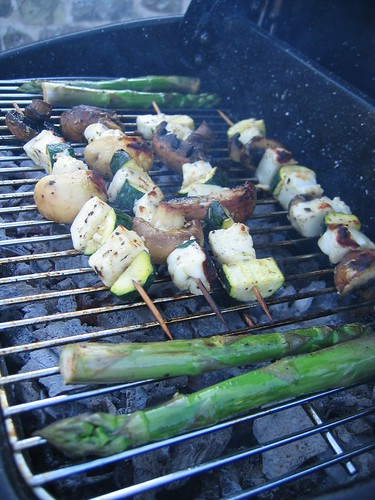 Halloumi kebabs and asparagus 2