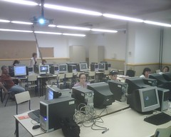 La classe d'informàtica on es fa el curs
