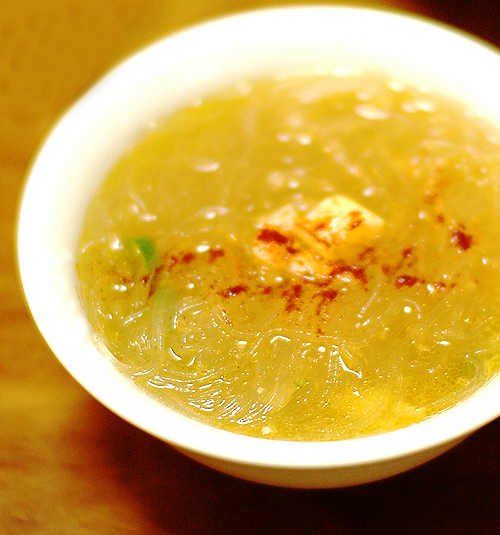 蒸し鶏のスープ