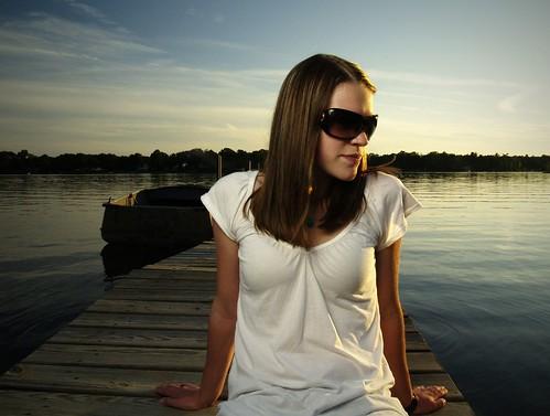 フリー画像| 人物写真| 女性ポートレイト| 白人女性| サングラス| ドック/船渠|      フリー素材|