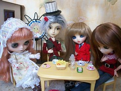 L'heure du th (ythylolyn) Tags: doll pullip blythe reims
