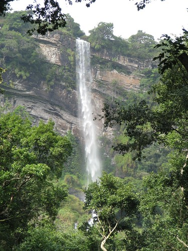 Kalhatti_Falls_From_Distance_1