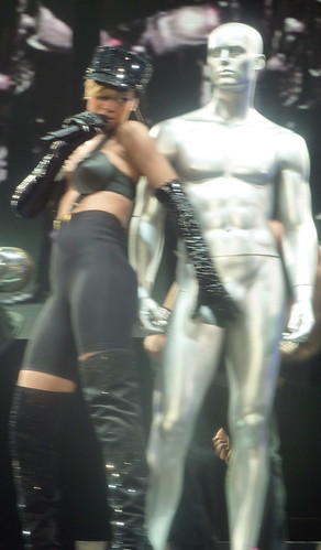 Rihanna - Live in Paris - 2010