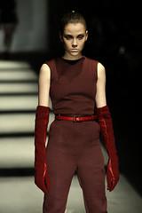 DAVID DELFIN guantes (inesdetorres.solanot) Tags: madrid fashion week pantalones cibeles vestido chaqueta accesorios capelina
