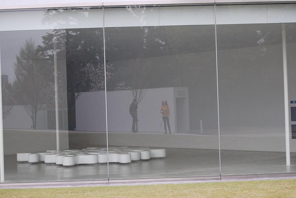 Pau i Vero reflejados en el Museo de Arte Contemporáneo del S.XXI