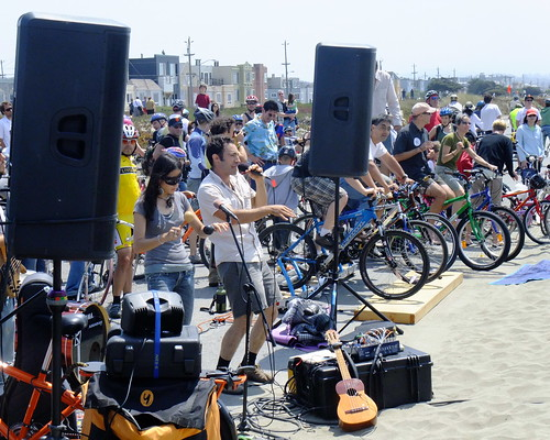 Sunday Streets in The Outer Sunset. August 9th, 2009. FREE.  7