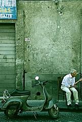 Davanti al circolo (squavi) Tags: lastrada randazzo sicilianit vitadipaese flickrsicilia gestiantichi abitudinichenonmuoiono