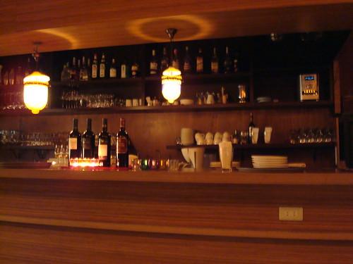 小酒館的吧台