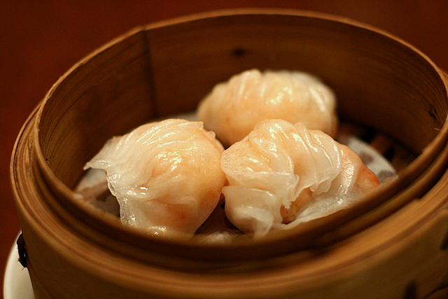 Steamed crystal prawn dumplings (S$4.80)