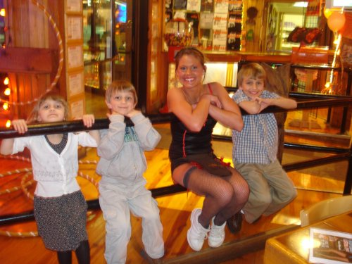 Hooters Girl & the kids
