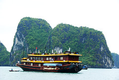 Halong Bay   (Melinda ^..^) Tags: sea water boat room hills vietnam mel melinda halongbay   d80 chanmelmel