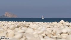 Blue Mediterranean (Maisse) Tags: sea beach mar mediterranean bokeh stones playa mediterrneo platja piedras velero veler pedres albir mediterrnia pen penyal penyaldifach