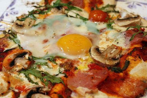 Eggy pizza