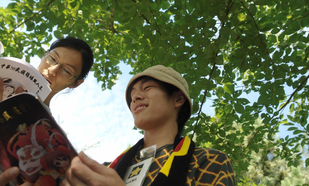 """We are reading """"Moe doujinshi from China"""". Bluseat offline meeting : Comicmarket76 3rd day."""