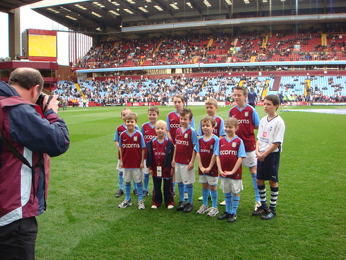 William Left front with other mascots