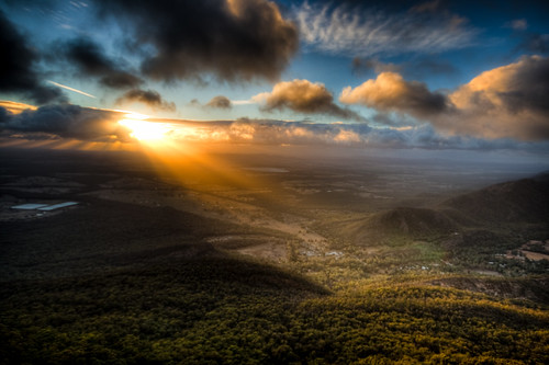 Sunrise at Grampians (Uncropped) (by changyang1230)