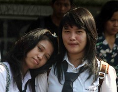 Jakarta streets (Mangiwau) Tags: school girls people streets love loving indonesia falling jakarta caring raya lovely jalan cinta schoolgirls indonesian sekolah langsung cewek jatu memorycornerportraits