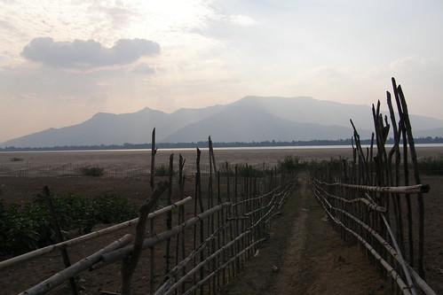 141.通往湄公河的竹籬巴