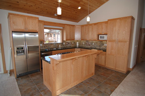 Shaker kitchen in red oak